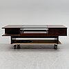A norwegian rosewood veneered coffee table from haug snekkeri a/s, 1970's.