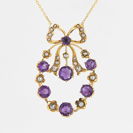 An amethyst and pearl necklace.