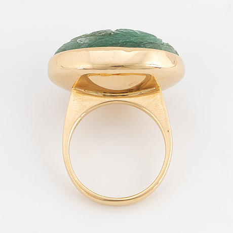 Ring, 18k guld med skuren smaragd.