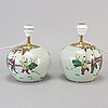 A pair of chinese jars, turned into table lamps, 20th century.