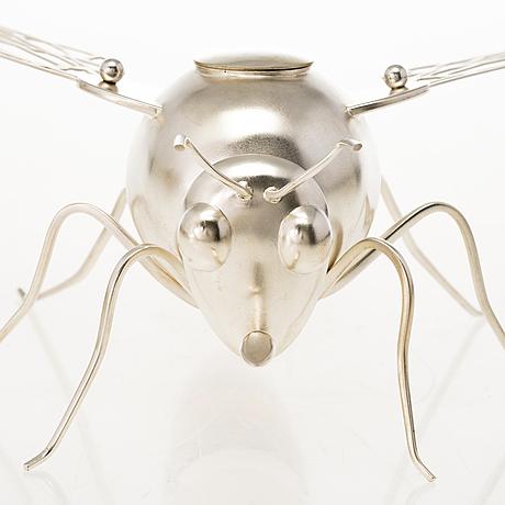 Ru runeberg. a sterling silver sugar caster, 'sugar bee'. vaasa, finland 2012.