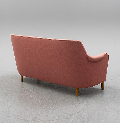 A 'samsas' sofa.