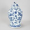 A large blue and white vase with cover, qing dynasty, 19th century.
