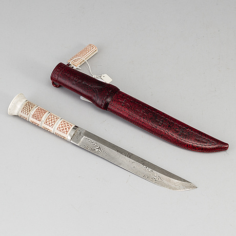 Pentti turunen, a reindeer horn knife.