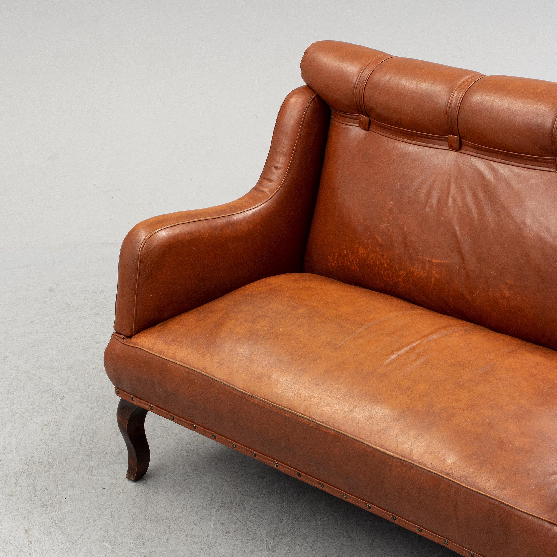 - An Early 20th Century Leather Sofa. - Bukowskis