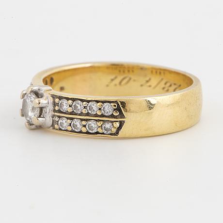 18k gold ring.