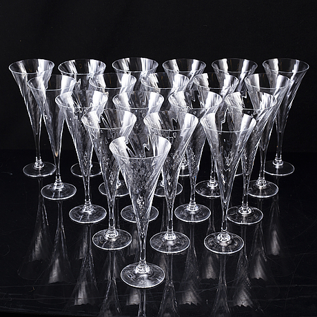 Gunnar cyrÉn, 19 'helena' champagne glasses, orrefors, second half of the 20th century.