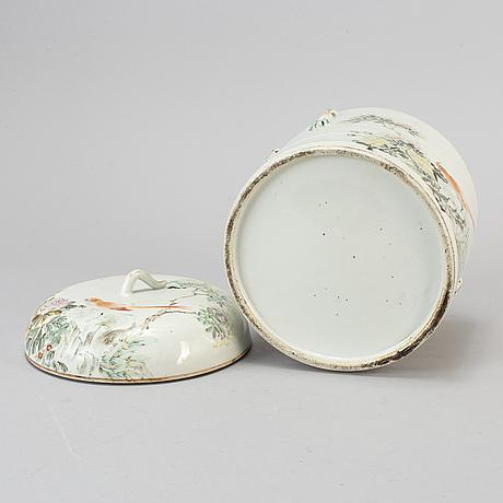 KÄrl med lock, porslin. kina, tidigt 1900-tal.
