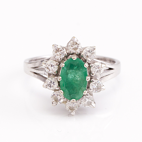 Sormus, 18k valkokultaa, smaragdi, timantteja n. 0.5 ct yht.