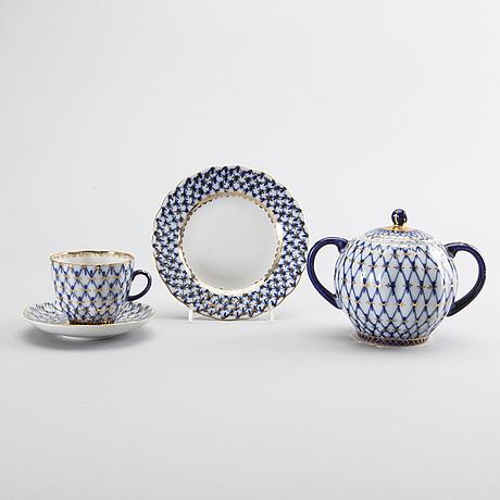 "Kaffeservis, ""cobalt net"", 16 dlr, lomonosov, ryssland, porslin, 1900-talets andra hälft."