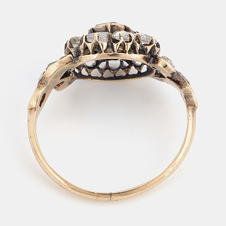 14k gold and rose-cut diamond ring.