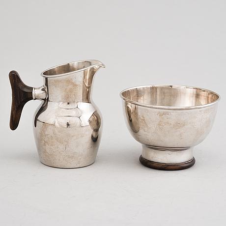 Tapio wirkkala, a cream jug and a sugar bowl in silver, signed tw kultakeskus, hämeenlinna 1960.