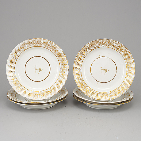 A set of six english porcelain plates, first half of the 19th century.