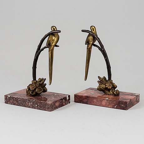 A pair of bronze and marble book-ends, first half of the 20th century.