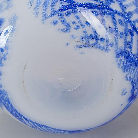 Kerttu nurminen, a glass vase, nuutajärvi notsjö, finland.