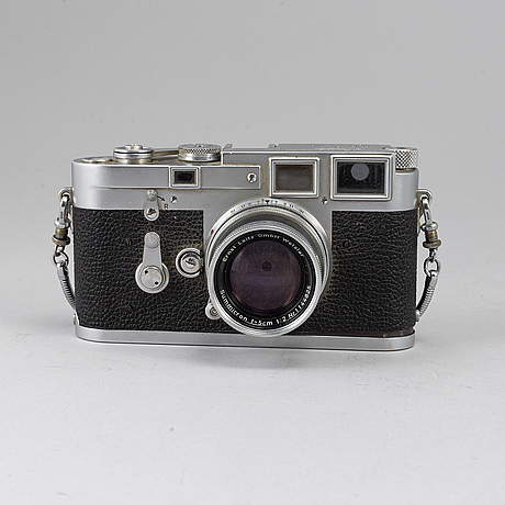 A leica m3, 1954, with objectives and accessoaries.