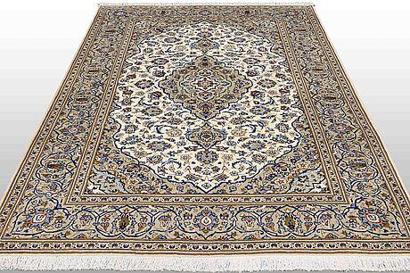 A carpet, kashan, ca 293 x 201 cm.
