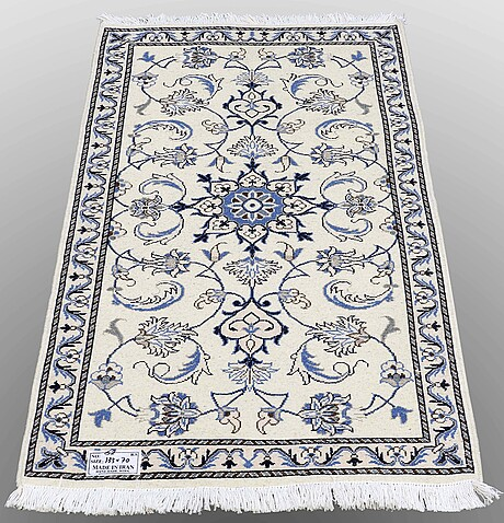 Two nain rugs, 133 x 70 resp 134 x 72 cm.