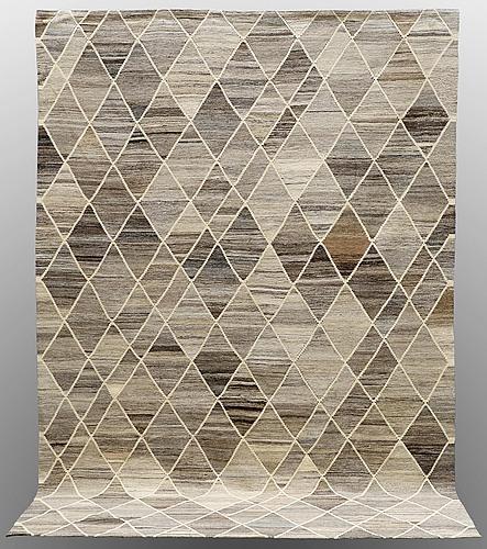 A carpet, flat weave, ca 303 x 204 cm.