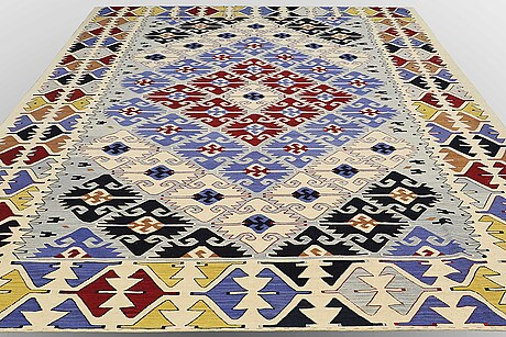 A carpet, kilim shiraz, ca 415 x 310 cm.