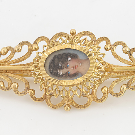 Brooch, with gold, with  portrait miniature.