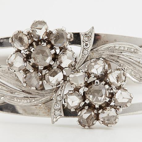 Armring 14k guld med rosenslipade diamanter.