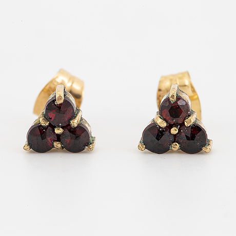 Garnet brooch, earrings and necklace, partly 18k gold.