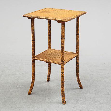 Bord samt stolar, 5 delar, kolonialstil. 1900-talets första hälft.
