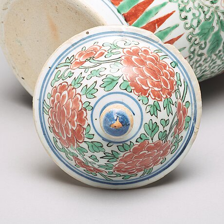 A wucai transitional vase, 17th century.