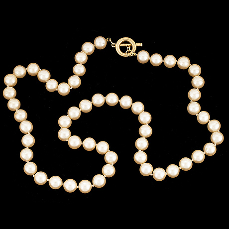 Givenchy, a faux pearl necklace.
