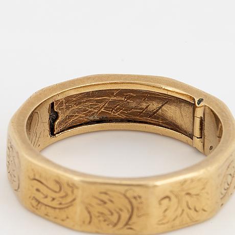 Gold ring.
