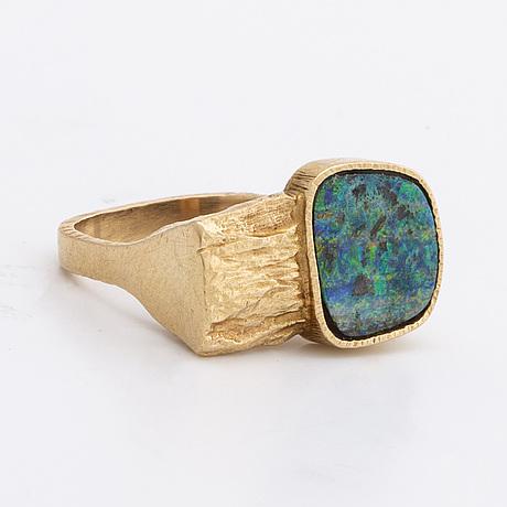 Ring 14k gold w 1 opal approx 11 x 10 mm.