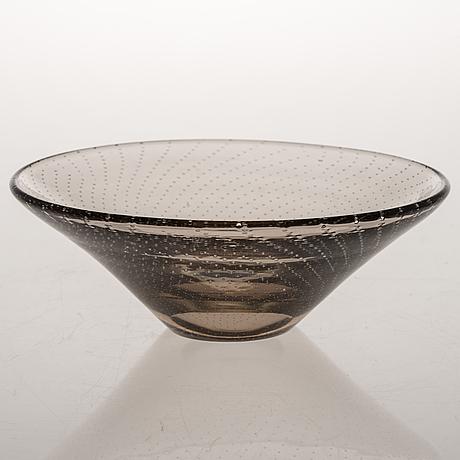 A bowl by gunnel nyman, signed g nyman nuutajärvi.