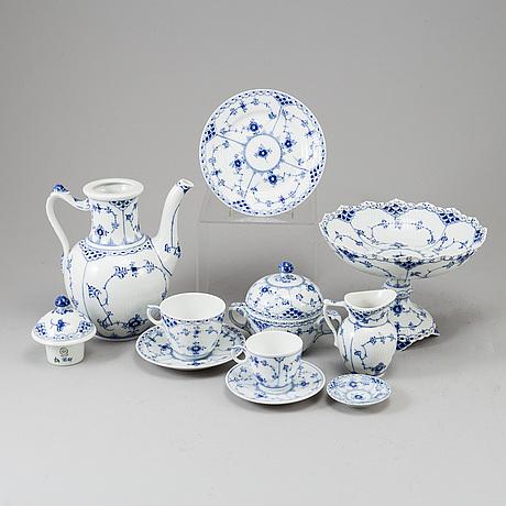 "Royal copenhagen, kaffeservis, 39 delar, porslin. ""musselmalet"" halvblonde, danmark."