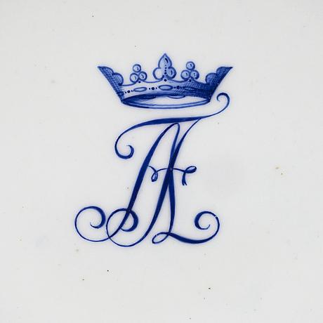A 16-piece set of porcelain plates, paris 1804-09, with axel von fersen's monogram.
