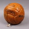 """Fotboll, läder, sign av lennart """"nacka"""" skoglund, 1950-tal."""