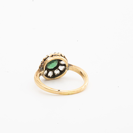 Ring 14k gold w 1 emerald (probably synthetic) and rose-cut diamonds.