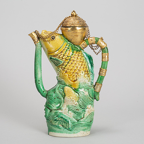 A green and wellow glazed ewer, ming dynasty, wanli (1572-1620).