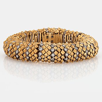 980. An 18K gold bracelet set with round brilliant- and eight-cut diamonds with a total weight of ca 2.00 cts.