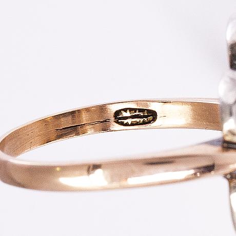 Sormus, 10-11k kultaa, pyöröhiottu safiiri, vanhahiotut timantit n. 0.35 ct yht.