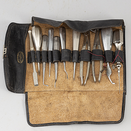 11 pieces of dentist's steel tools, 20th century.