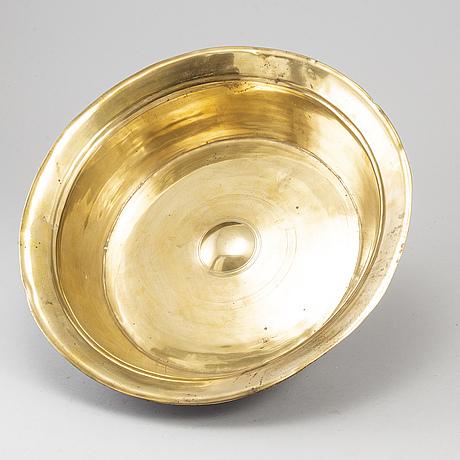 A brass christening funt, 16th/17th century.
