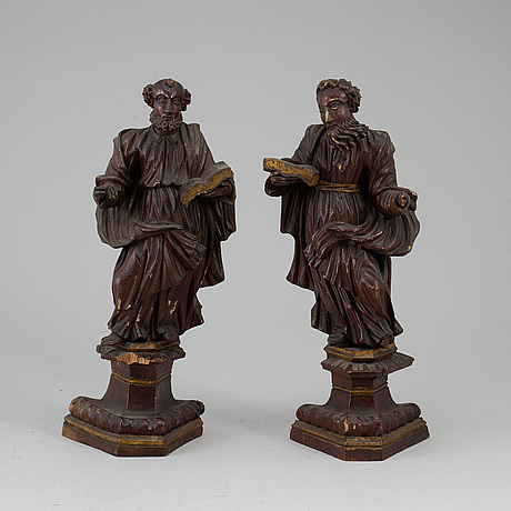 A pair of carved wood figures, probably 17th century.