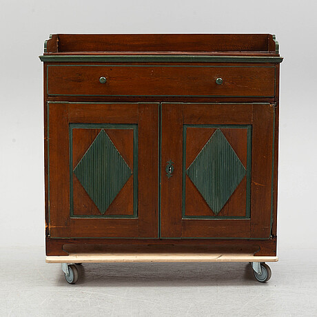 A sideboard from the first half of the 19th century.