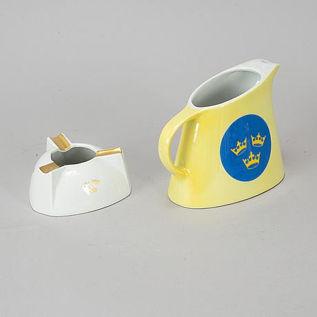 """A jug and an ash tray,  """"svenska amerika linien"""", mid 20th century."""
