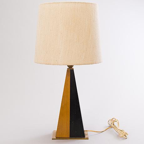 Maria lindeman, a 1960's tablelamp for idman.