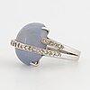 Ring, lisen stibeck med briljanter och cabochonslipad troligen safir.