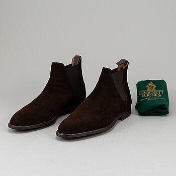 CROCKET & JONES, a pair of chelsea suede boots, size 45 (10,5), England.