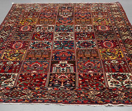 A carpet, semi-antique bakhtiari, ca 348 x 221 cm.