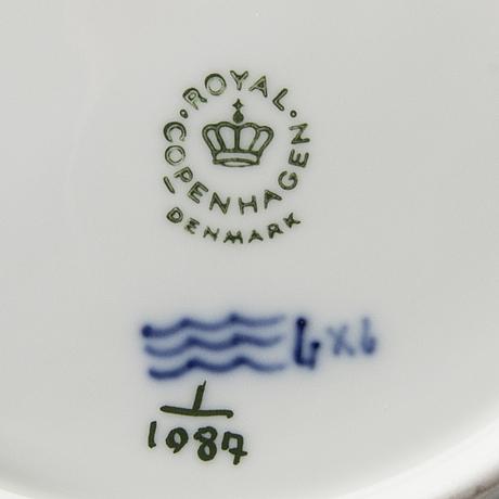 Servis  28+1 dlr musselmalet helblonde och halvblonde royal copenhagen porslin 1900-talets andra hälft.